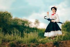 Ретро женщина в портрете фантазии костюма няни Outdoors Стоковое Изображение