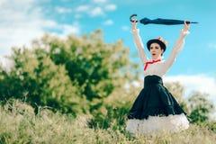 Ретро женщина в портрете фантазии костюма няни Outdoors Стоковая Фотография