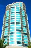 Ретро здание в южном Флорида с пальмами Стоковые Фотографии RF