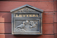 Ретро коробка столба с голубями Стоковая Фотография