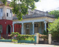 Ретро красные и голубые виллы в Кубе Стоковое Изображение RF