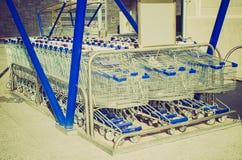 Ретро магазинные тележкаи взгляда Стоковая Фотография