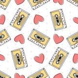 Ретро магнитофонная кассета и сердца на белой предпосылке Стоковое Изображение RF