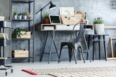 Ретро мебель в комнате офиса Стоковые Изображения RF