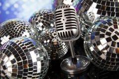 Ретро микрофон стиля, предпосылка музыки Стоковая Фотография RF