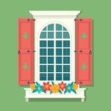 Ретро окно с красными деревянными штарками и занавесами на зеленой предпосылке стены старого дома Винтажные окна с Стоковые Изображения RF