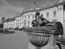 Ретро полдень в дворце стоковые изображения