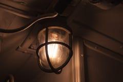 Ретро промышленный свет с лампой вольфрама стоковое фото rf