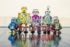 Ретро роботы с подарками на старом деревянном поле стоковое фото