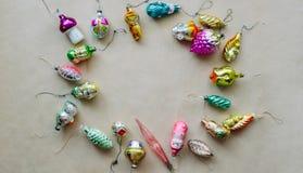 Ретро рождество и новое year& x27; игрушки s стоковые фотографии rf