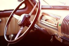 Ретро рулевое колесо автомобиля Стоковая Фотография