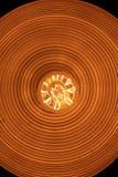 Ретро светлая лампа с взглядом электрической лампочки Edison от дна стоковые фотографии rf
