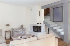 Ретро современный дизайн живущей комнаты Стоковая Фотография RF