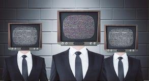 Ретро ТВ возглавило бизнесменов стоковая фотография
