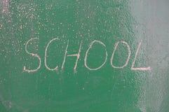 Ретро тема школы, стол с сочинительством мела Стоковое фото RF