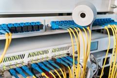 Ретро телефонная трубка и связист интернета стоковая фотография rf