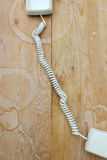 Ретро телефон с kinked шнуром стоковое изображение