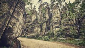 Ретро тонизированное фото пути в Adrspach Teplice трясет Стоковые Фото
