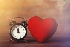 Ретро форма будильника и сердца Стоковые Изображения