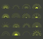 Ретро формы взрыва Солнця Винтажный логотип, ярлыки, значки Стоковое Фото
