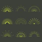 Ретро формы взрыва Солнця Винтажный логотип starburst, ярлыки, значки Стоковая Фотография RF