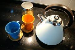 Ретро чайник на столешнице гранита Стоковые Фото