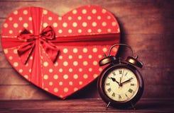 Ретро часы и подарок Стоковая Фотография