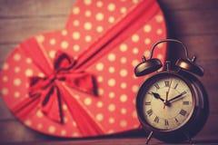 Ретро часы и подарок Стоковые Фото