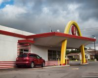 Ретро ` s McDonald привод-через Стоковые Фотографии RF