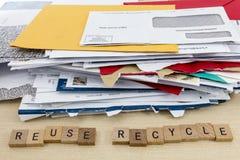 Рециркулированное бумажное повторное пользование конвертов Стоковые Изображения RF