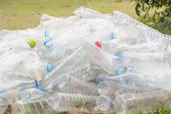 Рециркулировать и старье бутылки стоковое изображение rf