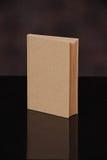 Рециркулируйте коричневую крышку книги на предпосылке стоковое фото