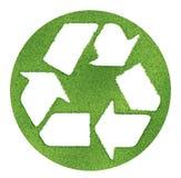 Рециркулируйте символ сделанный на планах травы Стоковые Изображения