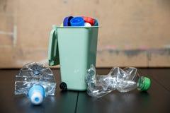 Рециркулирующ пластичные сбережения окружающей среды уменьшите старье стоковое изображение rf