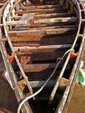 Рециркулированная деревянная шлюпка стоковые изображения
