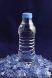 Рециркулированные пластичные полимеры из бутылки с водой ЛЮБИМЧИКА Стоковая Фотография RF