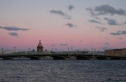 Речной берег в вечере Стоковые Изображения