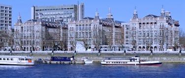 Речной берег в Лондоне Стоковые Изображения