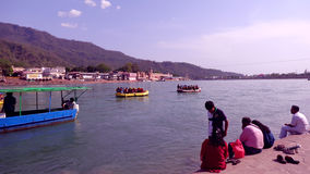 Речной берег Ganga в Rishikesh Стоковое Изображение RF