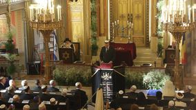 Речь Klaus Johannis внутри синагоги видеоматериал