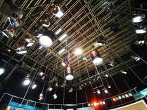 Решетка светов в студии телевидения стоковые фото