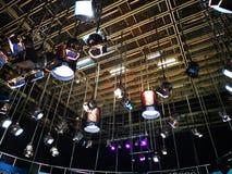 Решетка светов в студии телевидения стоковое фото rf
