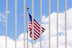 Решетки загородки флага США видимые сквозные Стоковая Фотография