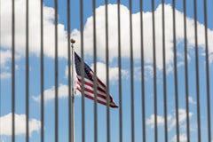 Решетки загородки флага США видимые сквозные Стоковые Фотографии RF
