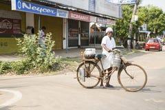 Редакционное иллюстративное изображение Транспорт цикла в Индии Стоковые Фото