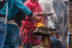 Религиозная церемония на виске Swayambunath, Катманду, Непал стоковые изображения rf