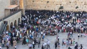 Религиозное молитвенное служение на западной стене, timelapse захода солнца евреев Израиля сток-видео