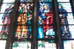 Религиозное цветное стекло в базилике Koekelberg в Брюсселе, Бельгии Стоковое Фото