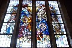 Религиозное цветное стекло в базилике Koekelberg в Брюсселе, Бельгии стоковое изображение rf