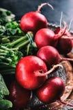 Редиска свежая редиска свежий красный цвет редиски овощ салата еды свежий японский Здоровый свежий овощ Стоковые Фотографии RF